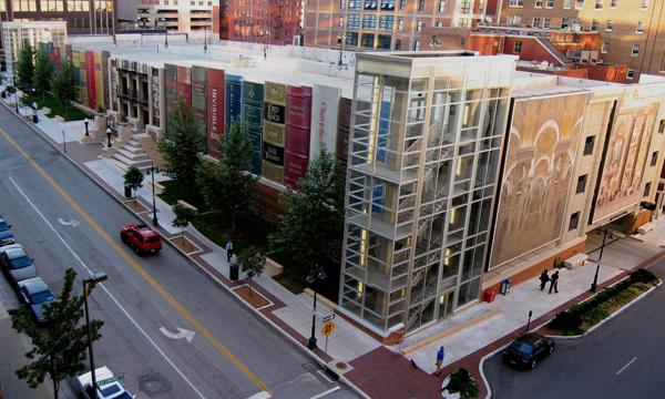堪薩斯市立圖書館 精裝版打造書香世界