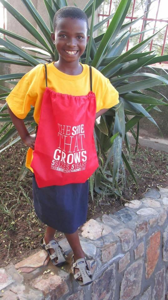 把愛送出去 讓這雙鞋陪著孩子們一起長大 - La Vie行動家 設計改變世界