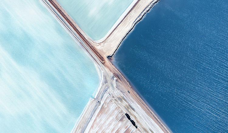 5000呎的高空才能看見這一片夢幻的藍色鹽田 - La Vie行動家 設計改變世界