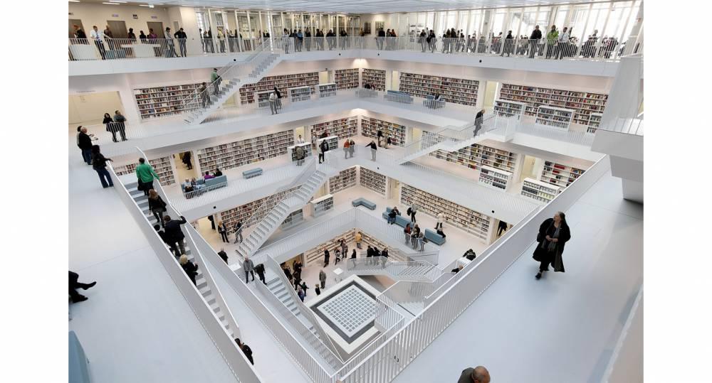 你想到霍格華茲還是全面啟動?虛實莫辨的德國斯圖加特市立圖書館