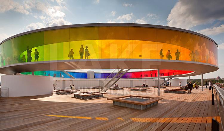 人生必走一次彩虹走廊 丹麥ARoS博物館頂樓全景環型走廊
