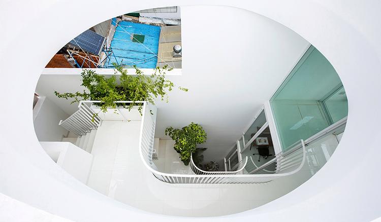 设计 全球建筑 这才叫做「透天厝」 贯穿别墅的玻璃天井让整栋房子都