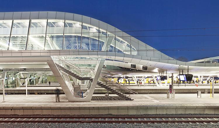 【影片】20年的等待建成!荷蘭Arnhem火車站華麗登場!