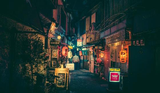 來趟東京夜之旅!攝影師Masashi Wakui鏡頭下的居酒屋、深夜街道、霓虹燈攝影 - La Vie行動家 設計改變世界