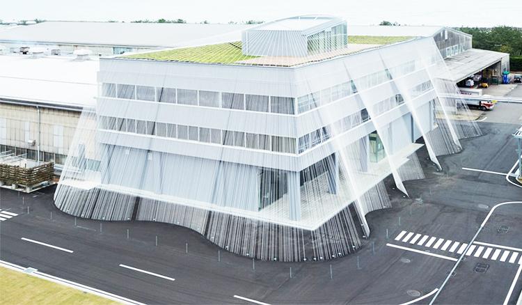 【影片】隈研吾出手「抗震」!碳纖維帷幕溫柔呵護每一棟建築