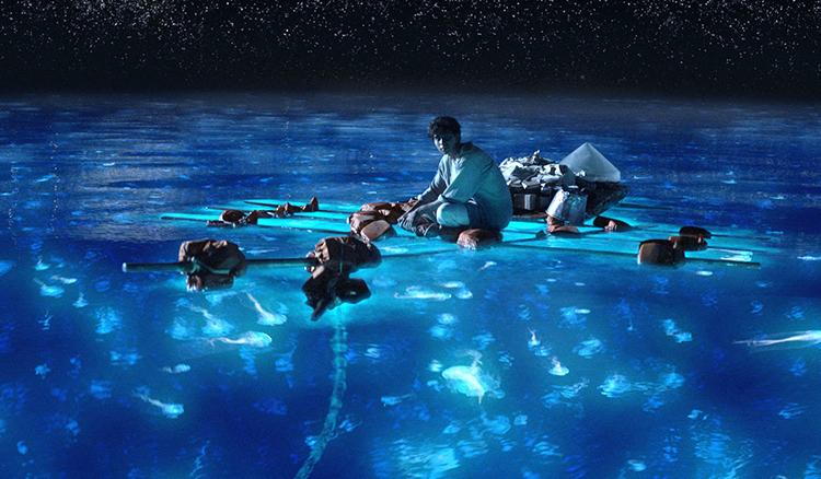 【影片】海面上的神秘藍光?需要一點運氣才能遇到的台灣美景-藍眼淚