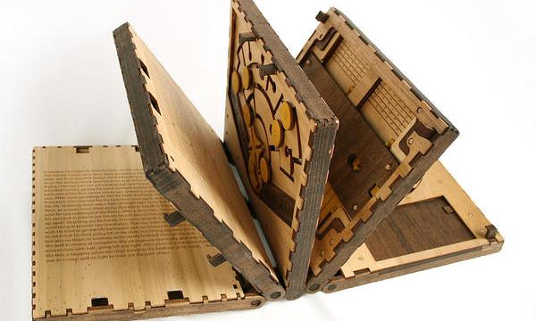 神秘符號解謎書Codex Silenda,解開機關才能翻往下一頁!