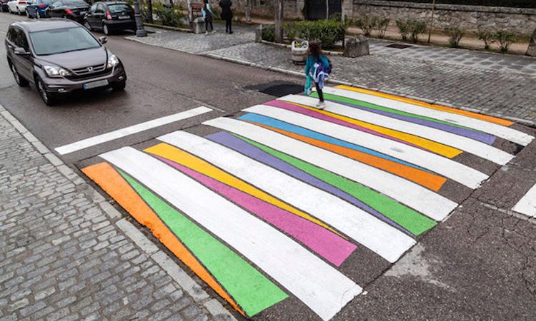 整座城市的斑馬線都是我的圖畫紙!馬德里繽紛街頭藝術提倡交通安全 - La Vie行動家 設計改變世界