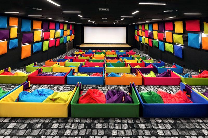 把家搬進戲院:電影院裡也要躺著看!玩轉設計的斯洛伐克繽紛電影院