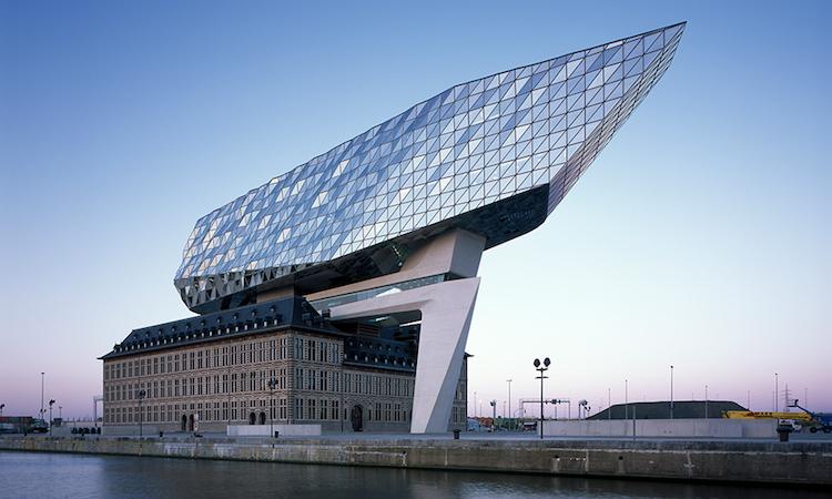 Zaha Hadid的老屋改造新創意!舊消防局變身的安特衛普港口總部落成 - La Vie行動家 設計改變世界