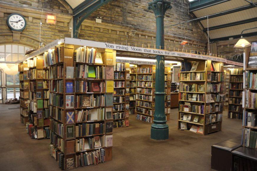 KEEP CALM & VISIT BARTER BOOKS:老火車站改建的英國二手書店 - La Vie行動家 設計改變世界