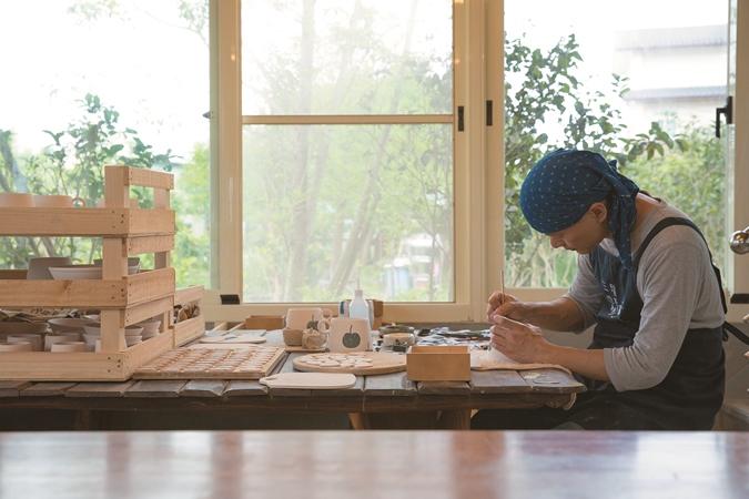 動手畫下地方的記憶!宜蘭鄉間工藝坊-三星四季青花瓷 - LaVie 設計改變世界