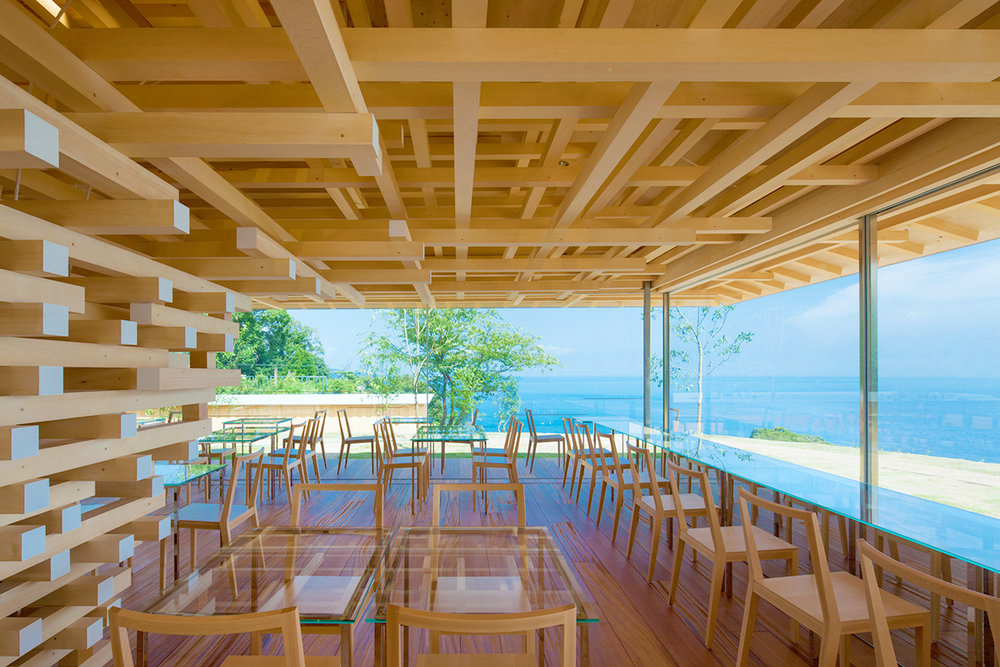 無敵海景+花園玻璃屋!建築大師隈研吾操刀日本熱海「COEDA HOUSE」如大樹般的咖啡廳