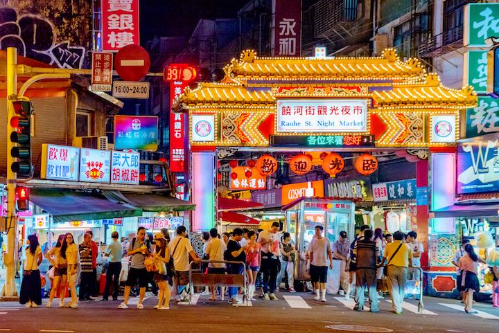 胡椒餅、臭豆腐等10間夜市小吃上榜!2018台北米其林指南公布36家「必比登推介」平民美食