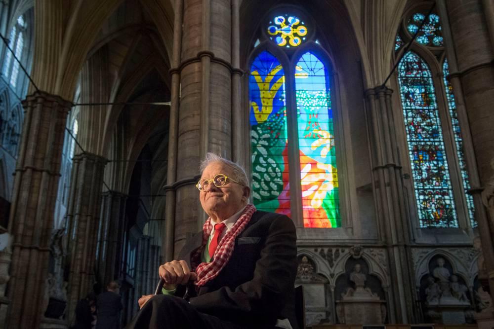 英國女王風格的教堂彩繪玻璃!英國藝術大師David Hockney用iPad繪製倫敦西敏寺全新玻璃花窗