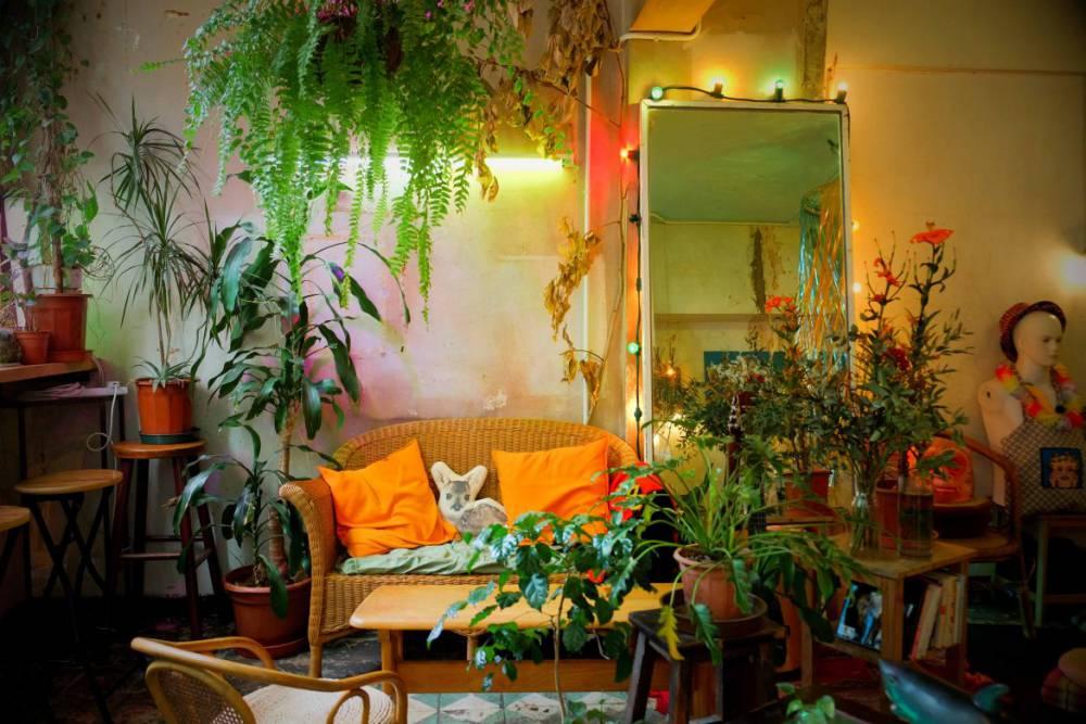 水泥叢林裡的妖精秘境!藏身香港油麻地的二樓異國茶室「MUM's NOT HOME」 - La Vie行動家 設計改變世界