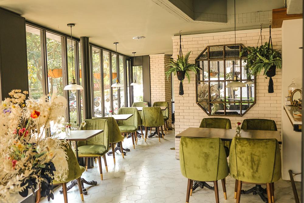 台北永康街的秘境餐酒館!「Les Piccola」用綠意植栽花卉、通透落地窗營造城中摩登花園