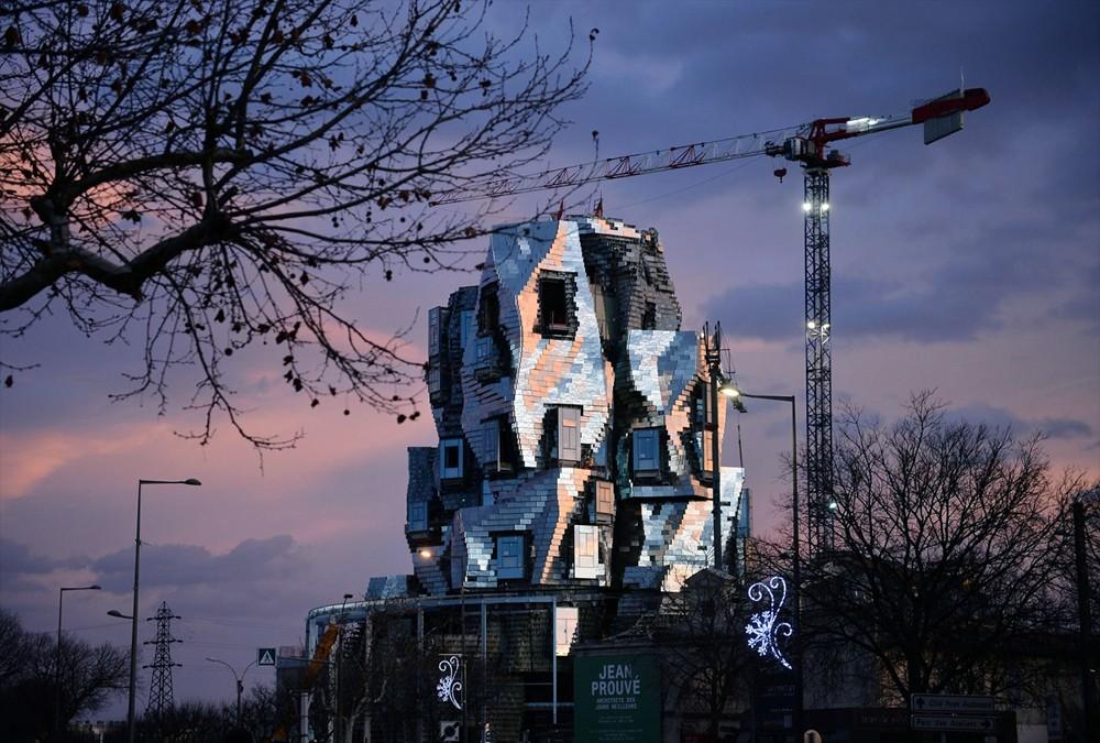 被施魔法的異想建築!建築大師Frank Gehry打造「LUMA Arles扭曲高塔」亮相南法梵谷之城 - LaVie 設計改變世界